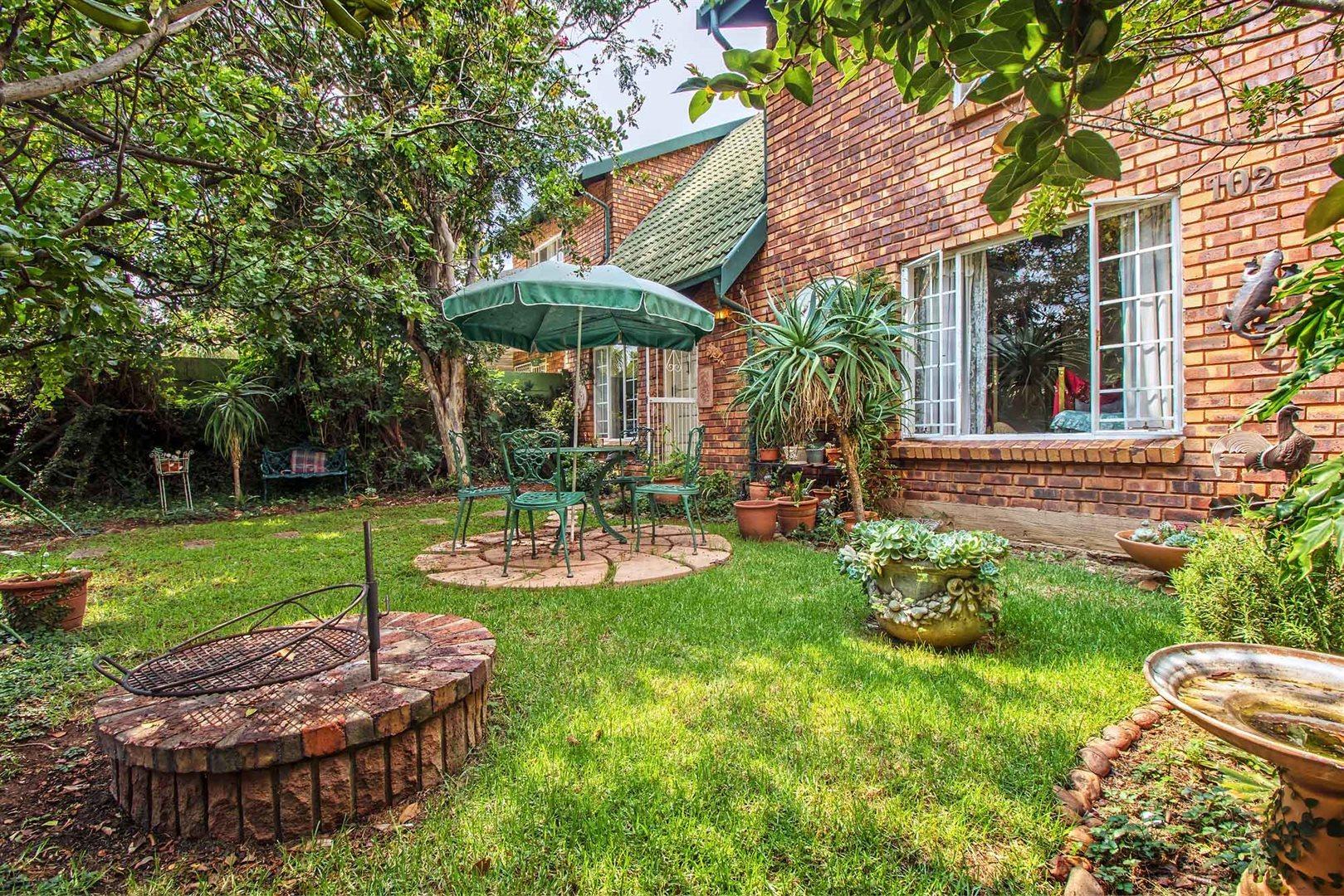 Pretoria, Kilner Park Property    Houses For Sale Kilner Park, Kilner Park, Townhouse 2 bedrooms property for sale Price:889,000