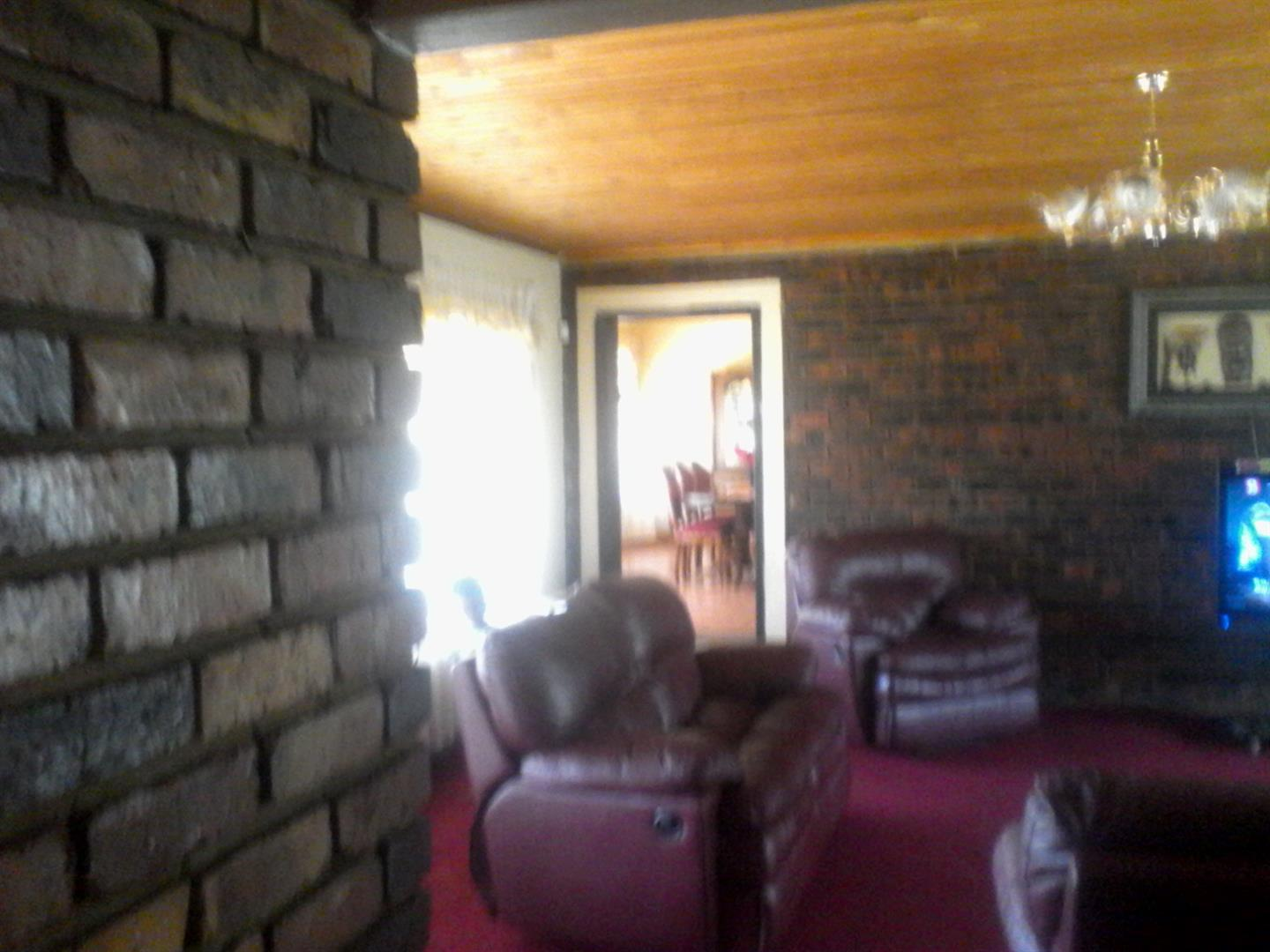 Roods Gardens property for sale. Ref No: 13462016. Picture no 5