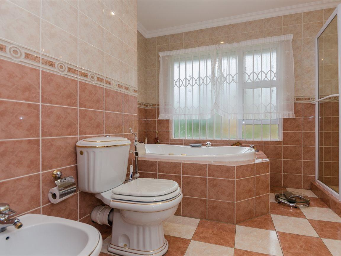 Bryanston property for sale. Ref No: 13418612. Picture no 18