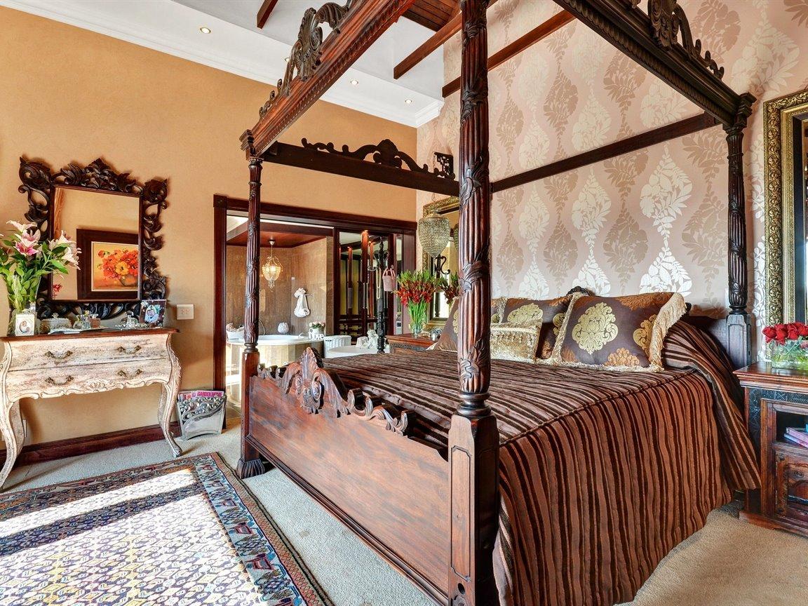 Glenvista property for sale. Ref No: 13390499. Picture no 11