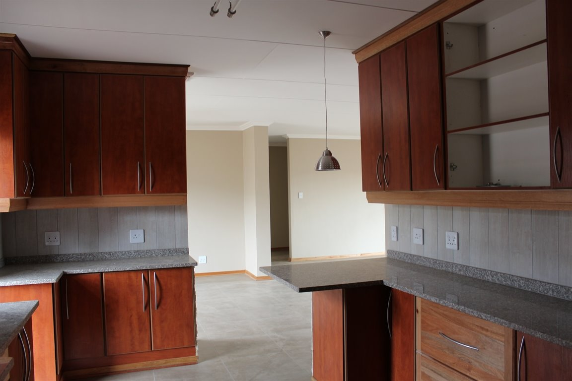 Suid Sentraal Oos property for sale. Ref No: 13403369. Picture no 6