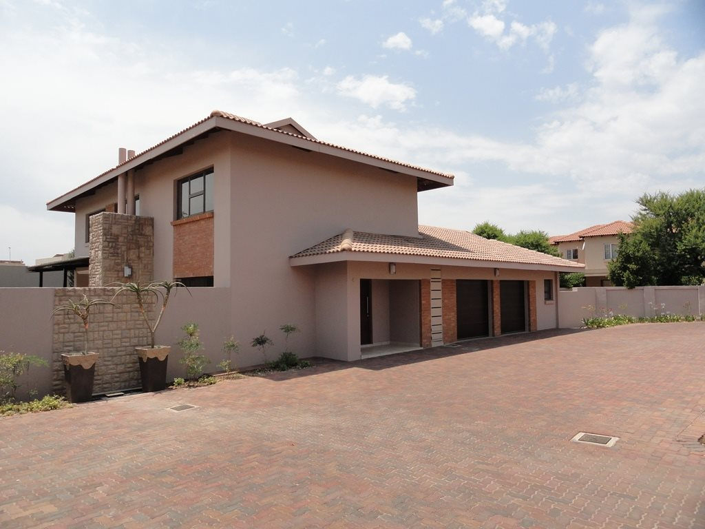 Six Fountains Residential Estate property for sale. Ref No: 13429423. Picture no 7