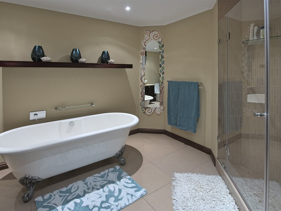 Three Rivers East property for sale. Ref No: 13240975. Picture no 26