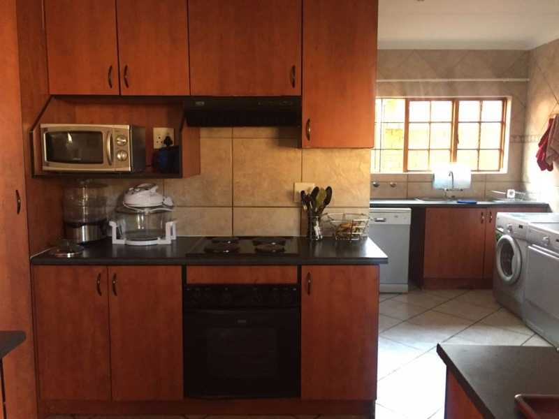 Theresapark property for sale. Ref No: 13507051. Picture no 4