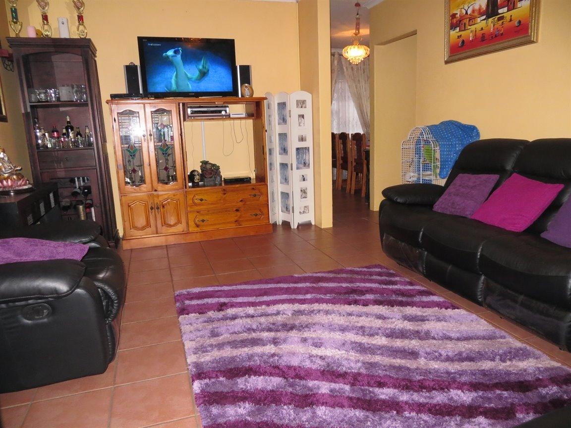 Brackenham property for sale. Ref No: 13256496. Picture no 5