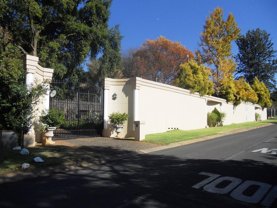 Bryanston property for sale. Ref No: 13372287. Picture no 1