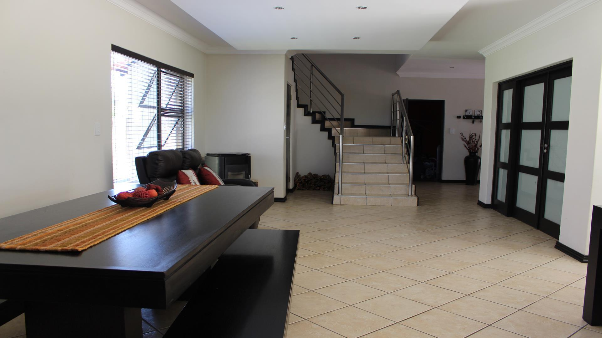 Raslouw Manor property for sale. Ref No: 13435098. Picture no 11