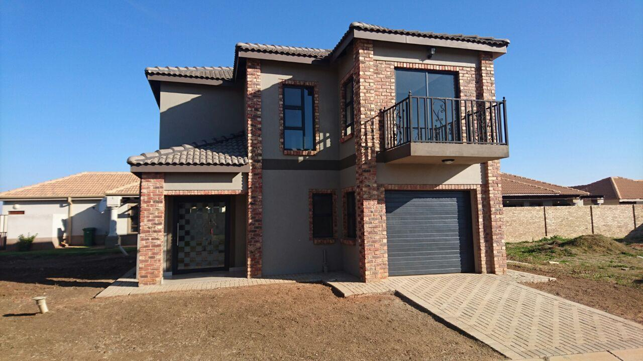 Mooivallei Park property for sale. Ref No: 13399402. Picture no 1