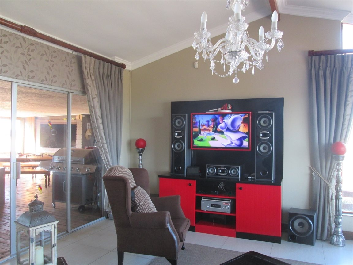 Vredenburg Central property for sale. Ref No: 13424171. Picture no 8