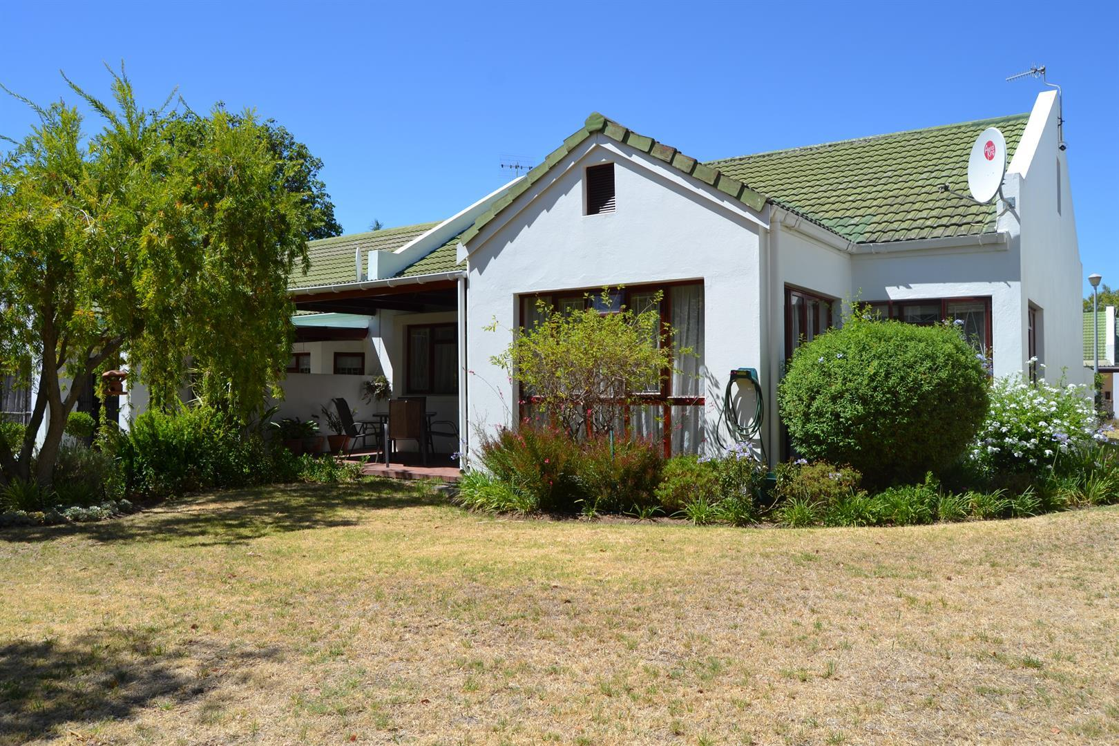 Paarl South property for sale. Ref No: 13436706. Picture no 1