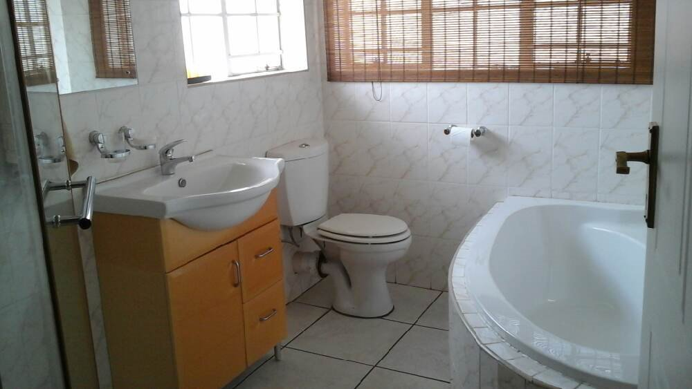 Three Rivers East property for sale. Ref No: 13300046. Picture no 6