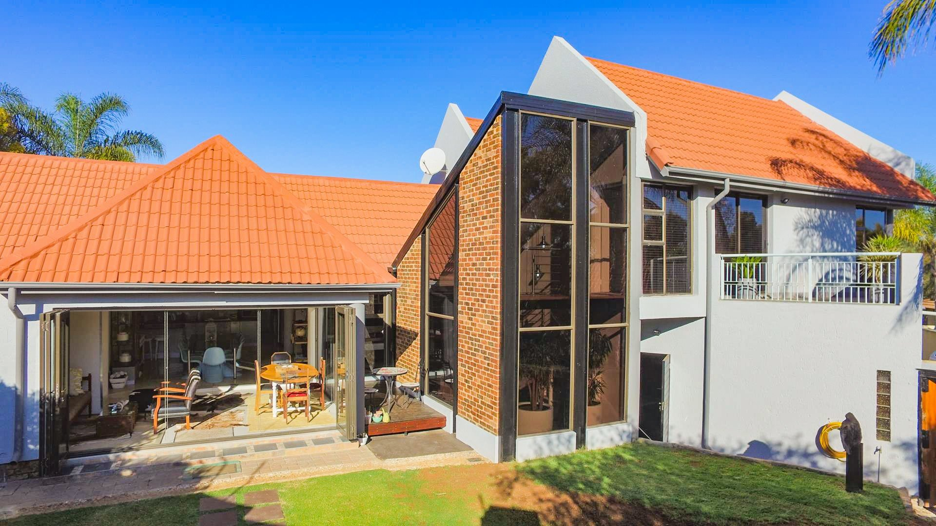 Property and Houses for sale in Centurion Golf Estate, House, 3 Bedrooms - ZAR 3,950,000