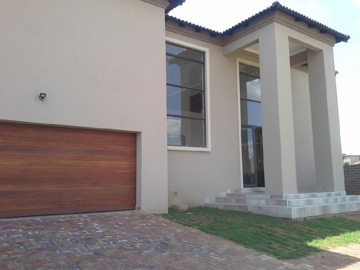 Three Rivers East property for sale. Ref No: 13266548. Picture no 14