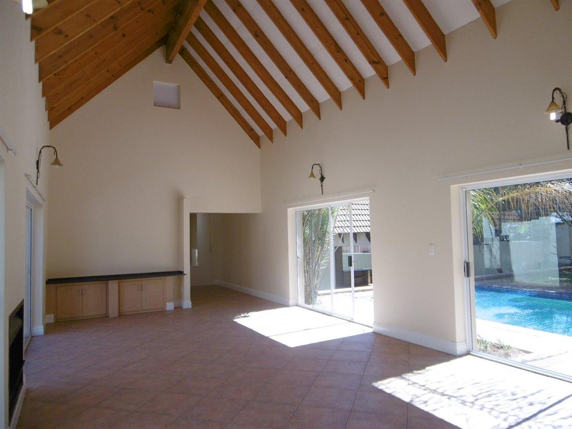 Bryanston property for sale. Ref No: 13531296. Picture no 11