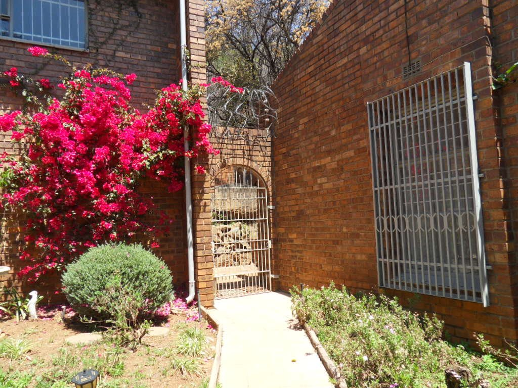 Glenvista property for sale. Ref No: 13402362. Picture no 44