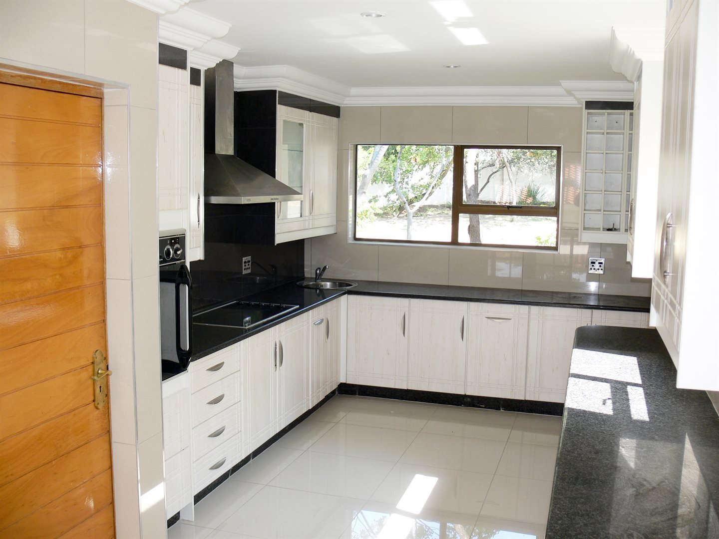 Dainfern Golf Estate property to rent. Ref No: 13479551. Picture no 4