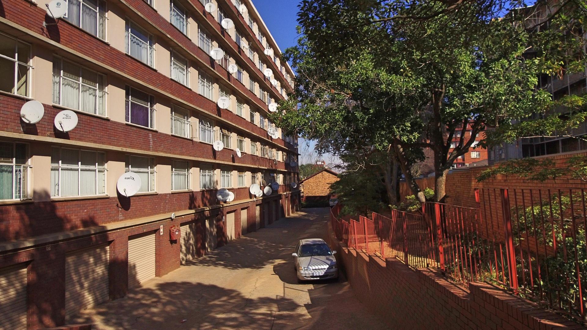 , Apartment, 2 Bedrooms - ZAR 550,000