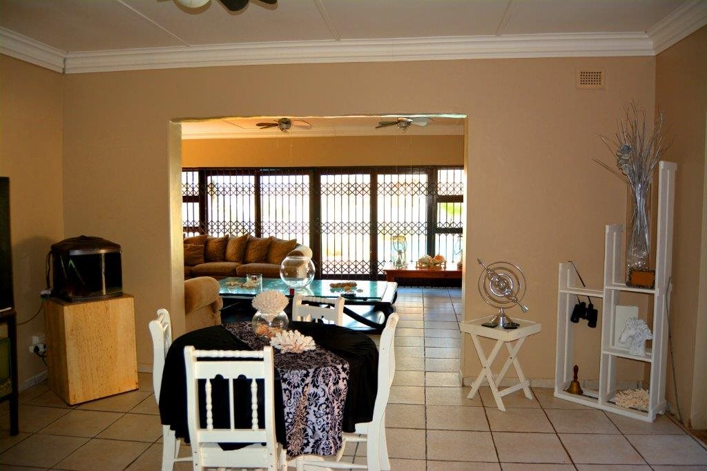 Shelly Beach property for sale. Ref No: 12794927. Picture no 16