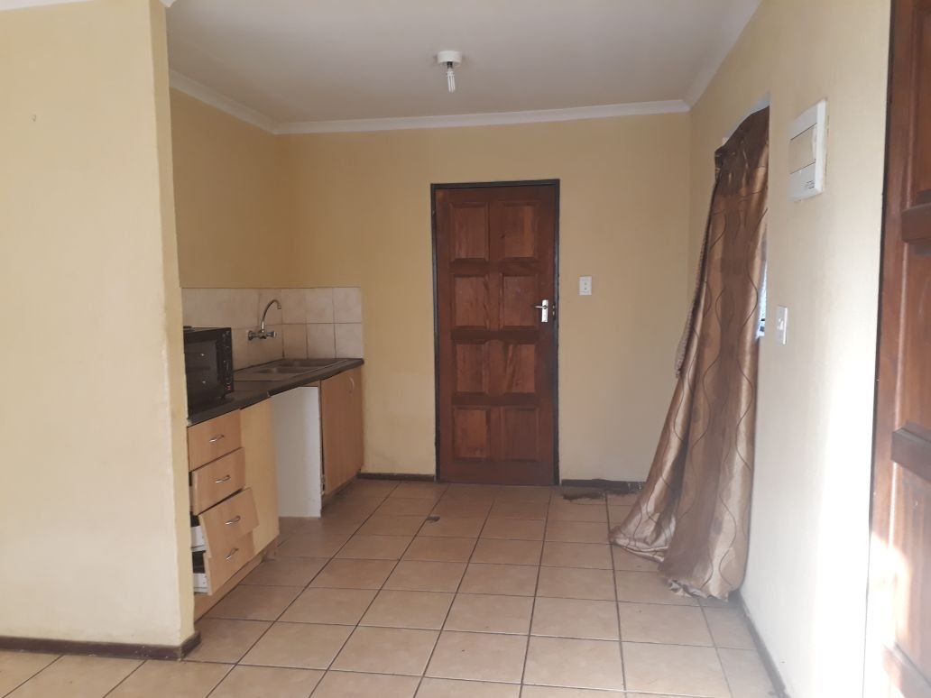 Clayville property for sale. Ref No: 13615342. Picture no 8
