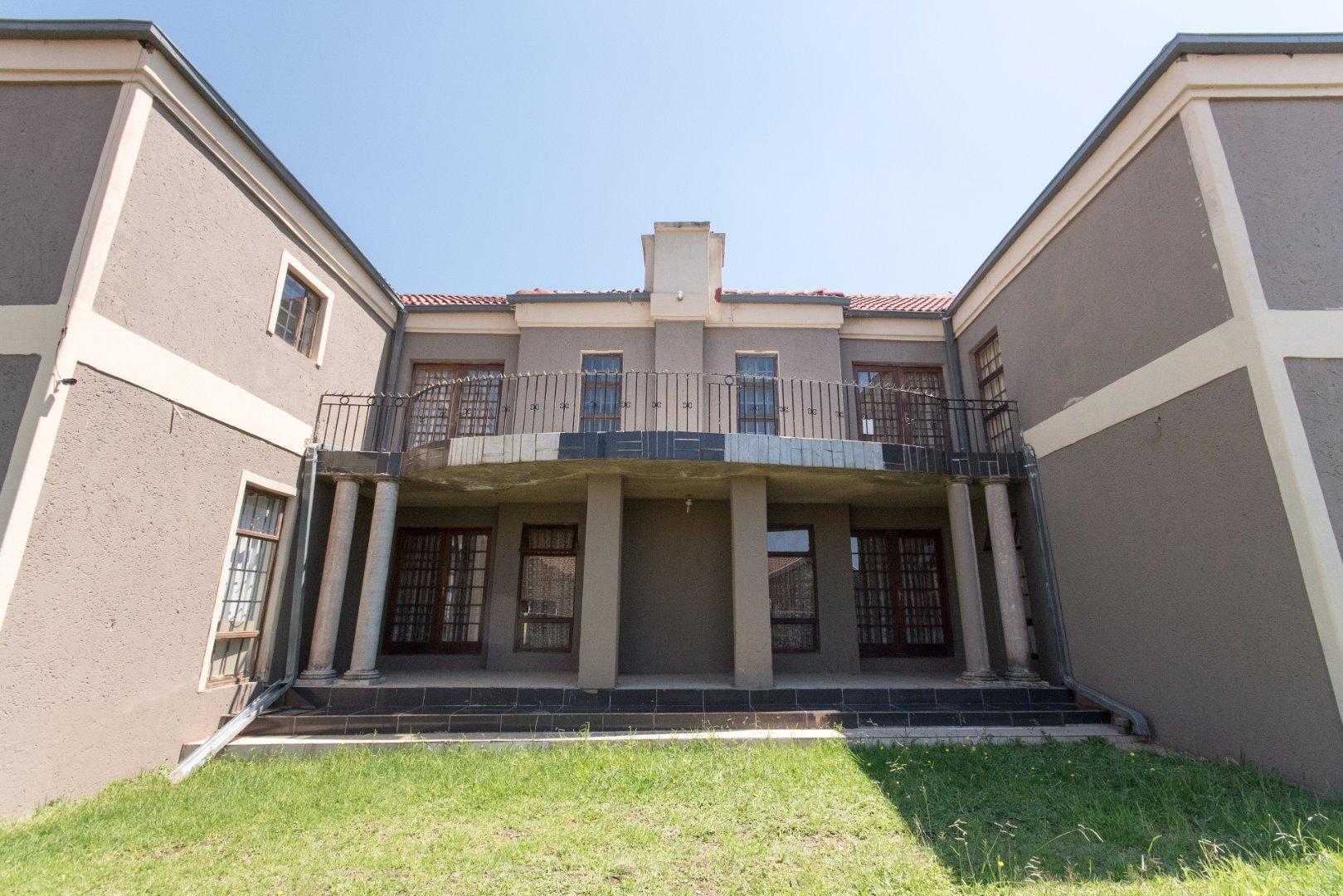 , House, 5 Bedrooms - ZAR 2,200,000