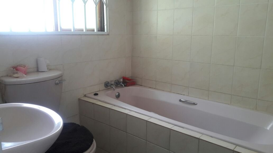 Hillview property for sale. Ref No: 13411939. Picture no 10