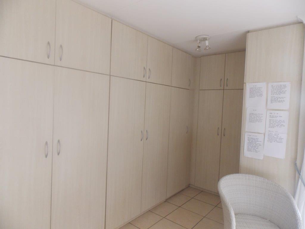 Amanzimtoti property for sale. Ref No: 13372994. Picture no 32
