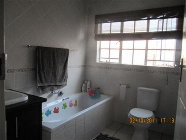 Three Rivers property for sale. Ref No: 13265987. Picture no 11