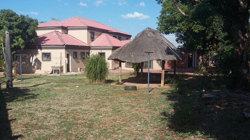Karenpark property for sale. Ref No: 13565301. Picture no 3