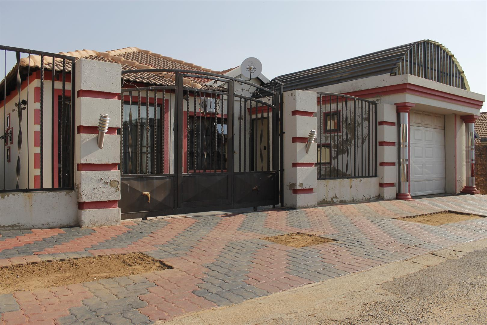 Krugersdorp, Kagiso Property  | Houses For Sale Kagiso, Kagiso, House 3 bedrooms property for sale Price:850,000