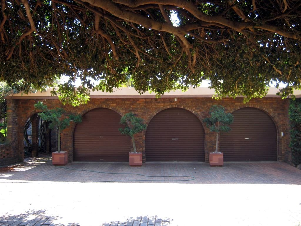 Waterkloof Glen property for sale. Ref No: 13505274. Picture no 12
