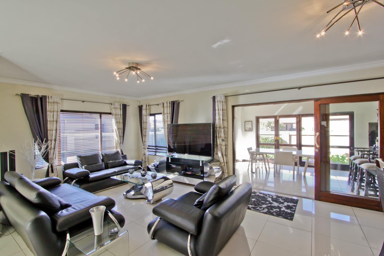 Glenvista property for sale. Ref No: 13525971. Picture no 25