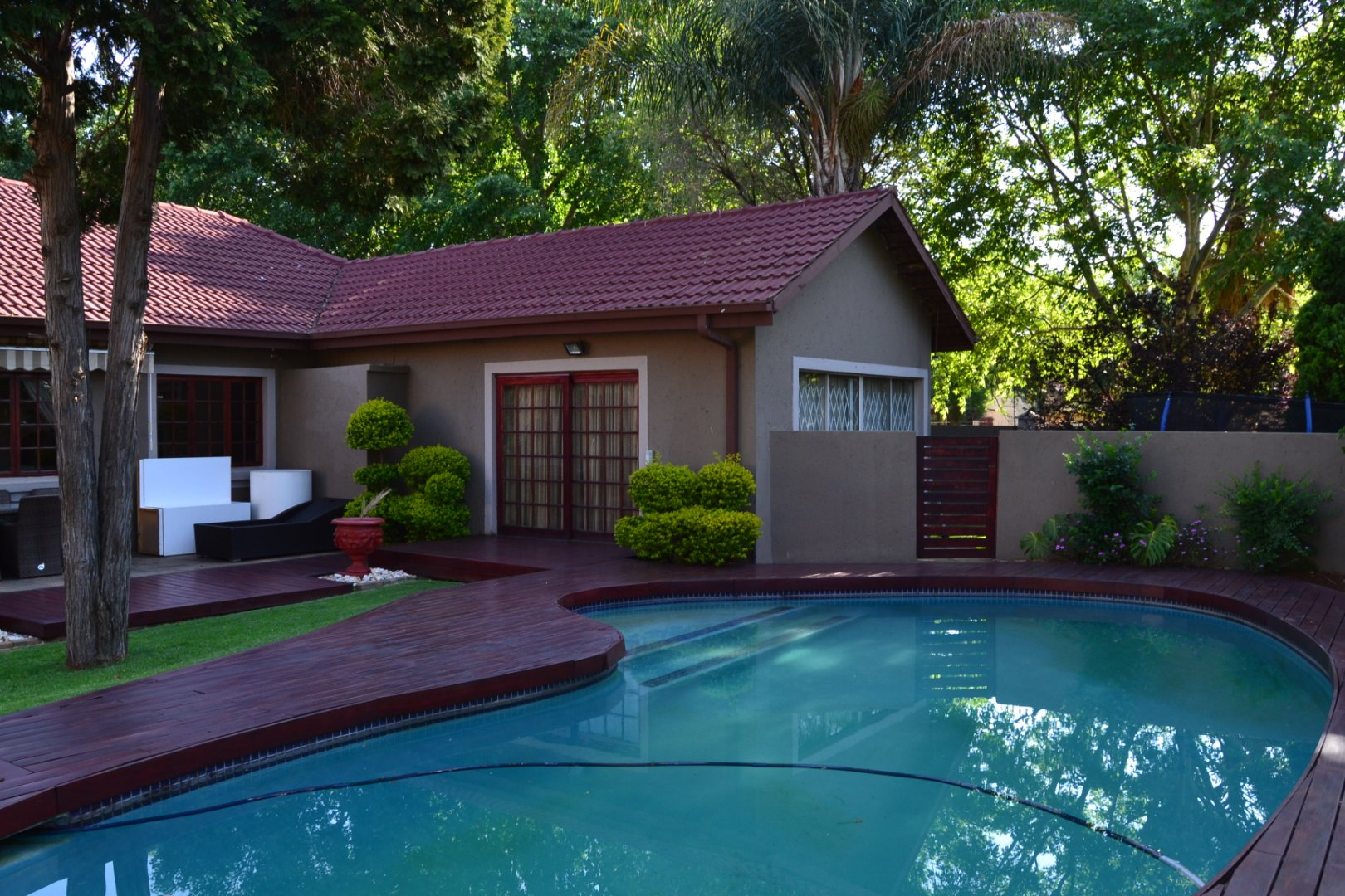 Property and Houses for sale in Queenswood, House, 3 Bedrooms - ZAR 1,800,000
