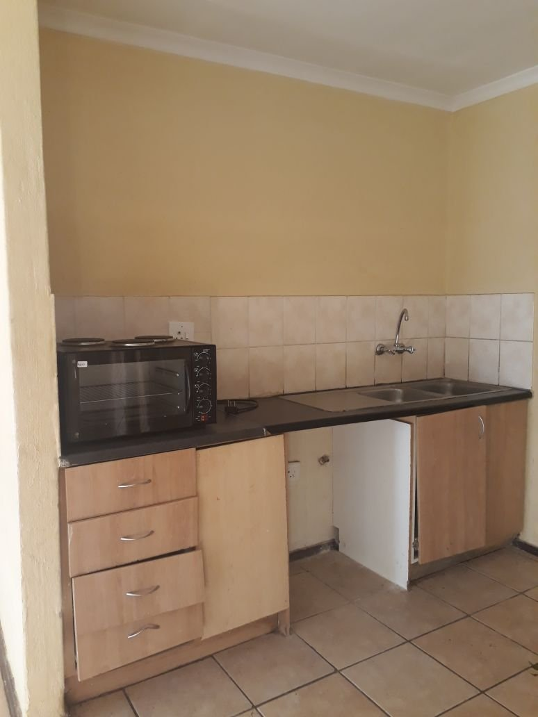 Clayville property for sale. Ref No: 13615342. Picture no 9