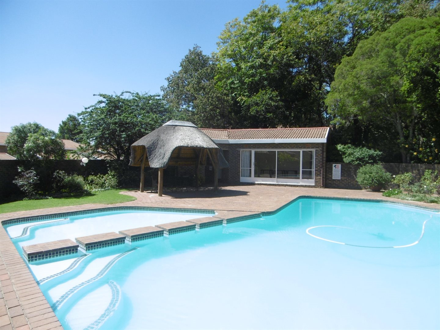 Bryanston property to rent. Ref No: 13526021. Picture no 17