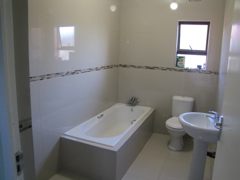 Lovu property for sale. Ref No: 13481638. Picture no 8
