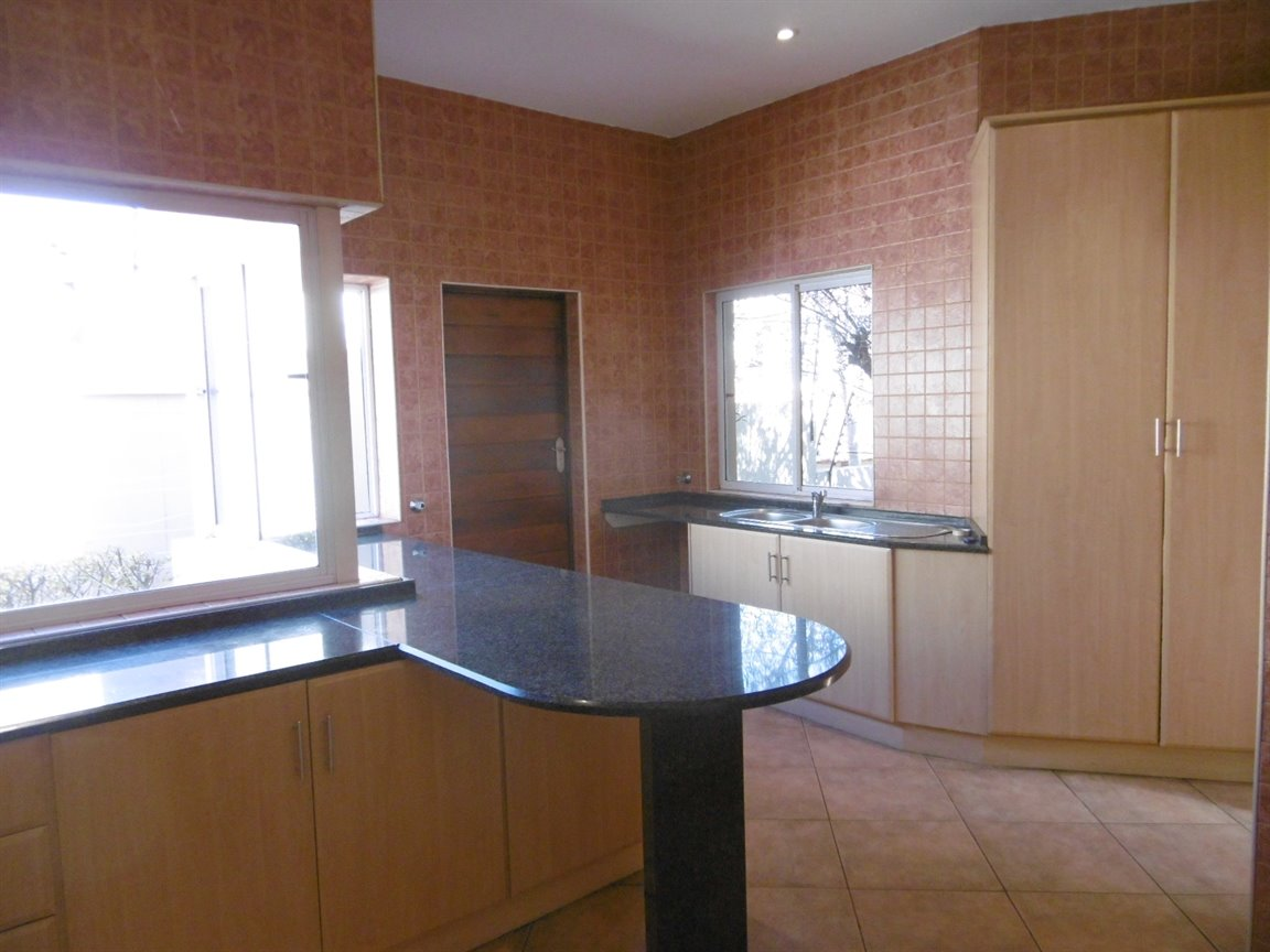 Bryanston property for sale. Ref No: 13531296. Picture no 7