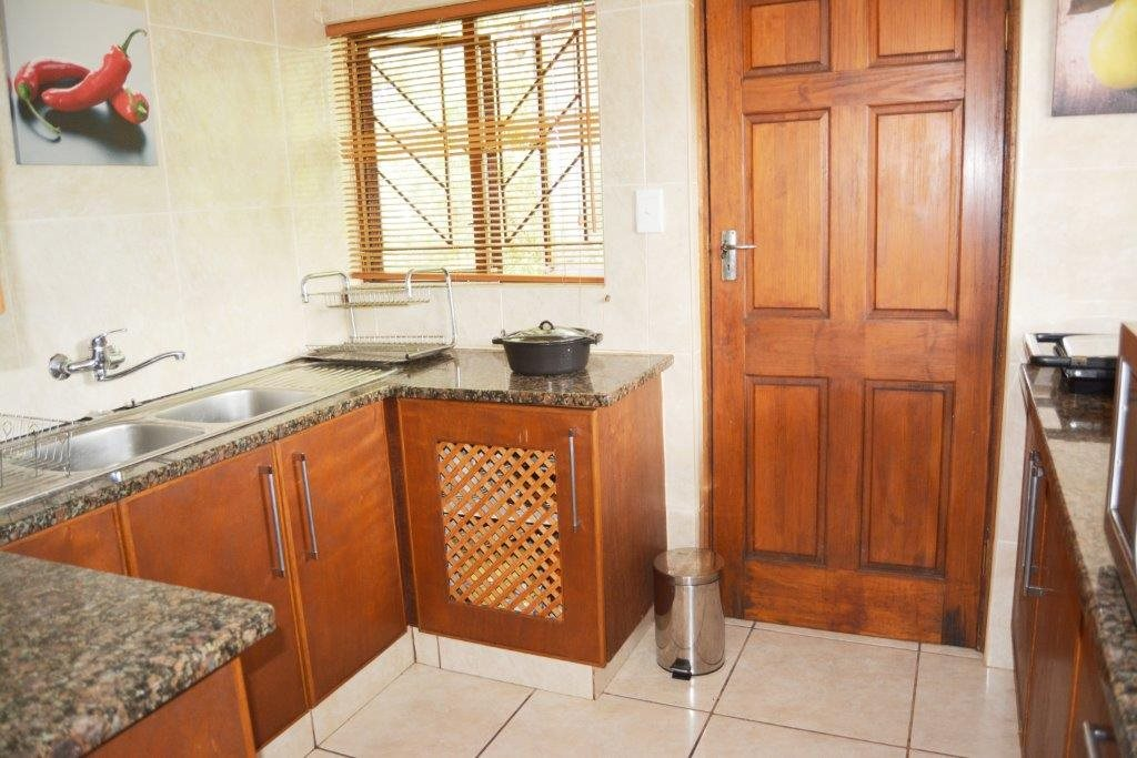 Margate property for sale. Ref No: 12779071. Picture no 8