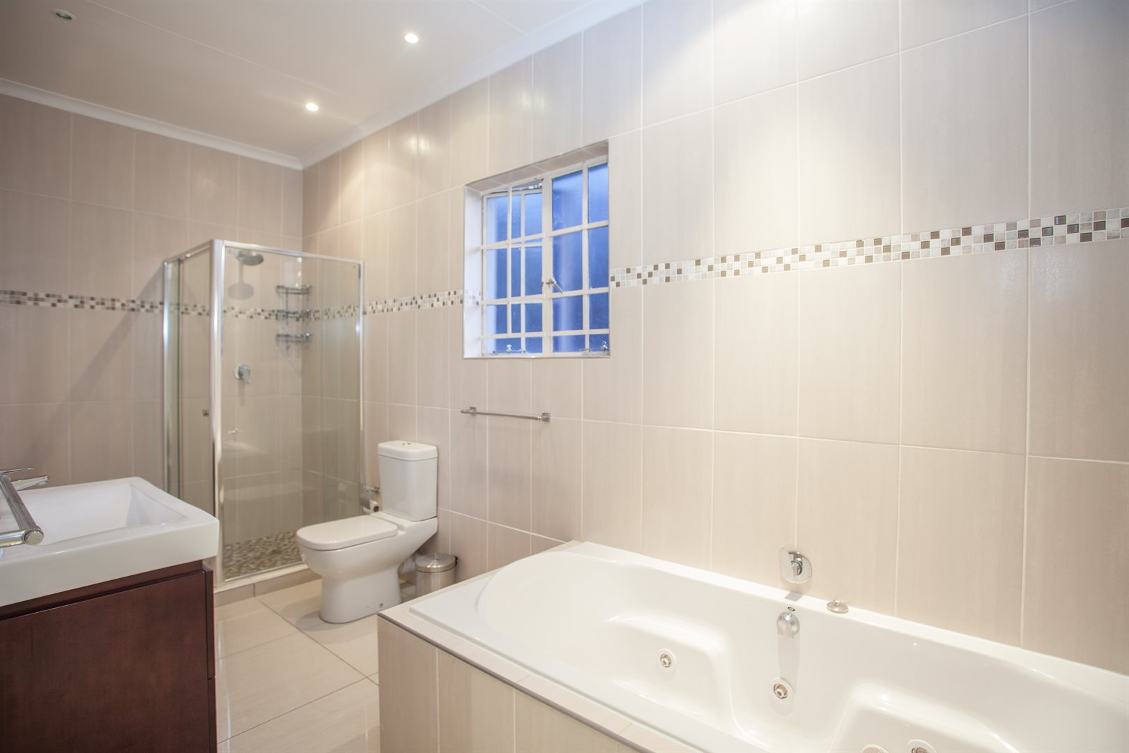 Fourways property for sale. Ref No: 13541531. Picture no 11