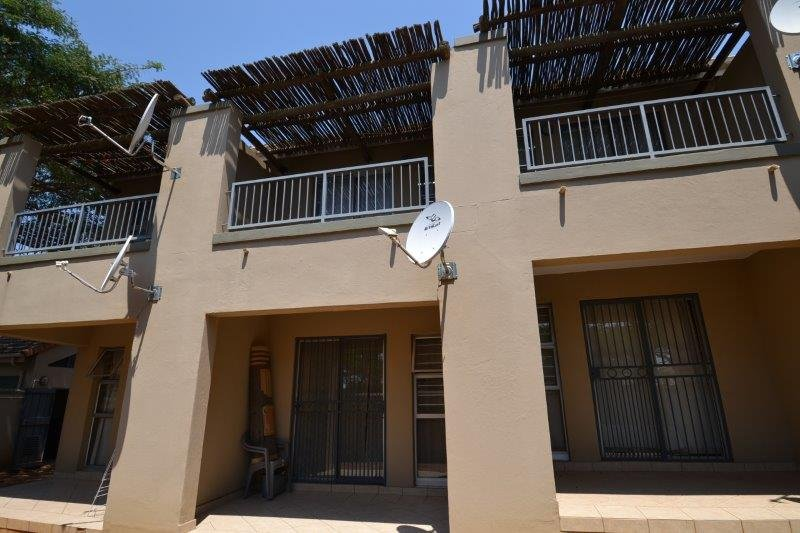 Property and Houses for sale in Leeuwenhof Estate, Apartment, 1 Bedrooms - ZAR 405,000