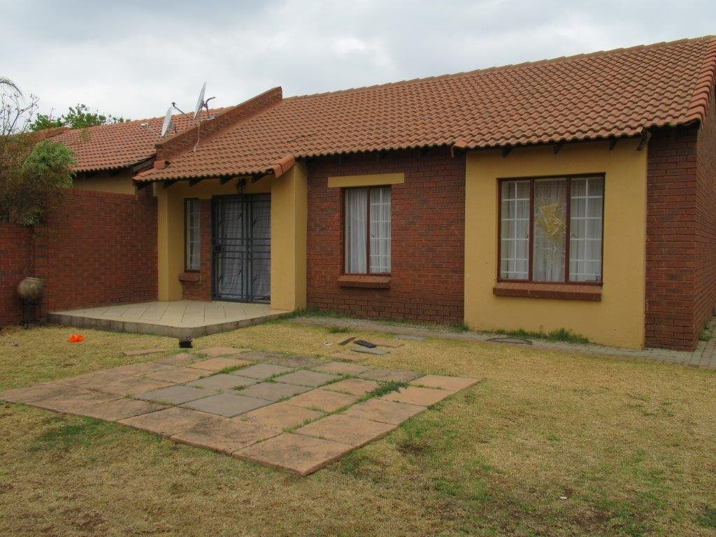 Centurion, Eco Park Estate Property  | Houses For Sale Eco Park Estate, Eco Park Estate, Townhouse 3 bedrooms property for sale Price:1,200,000