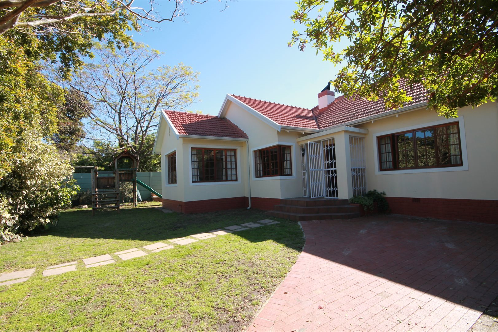 Property and Houses for sale in Pinelands, House, 3 Bedrooms - ZAR 4,499,000