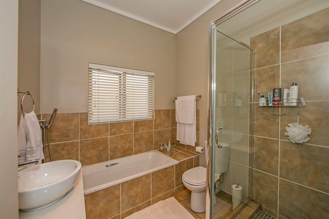 Fourways property for sale. Ref No: 13383649. Picture no 13