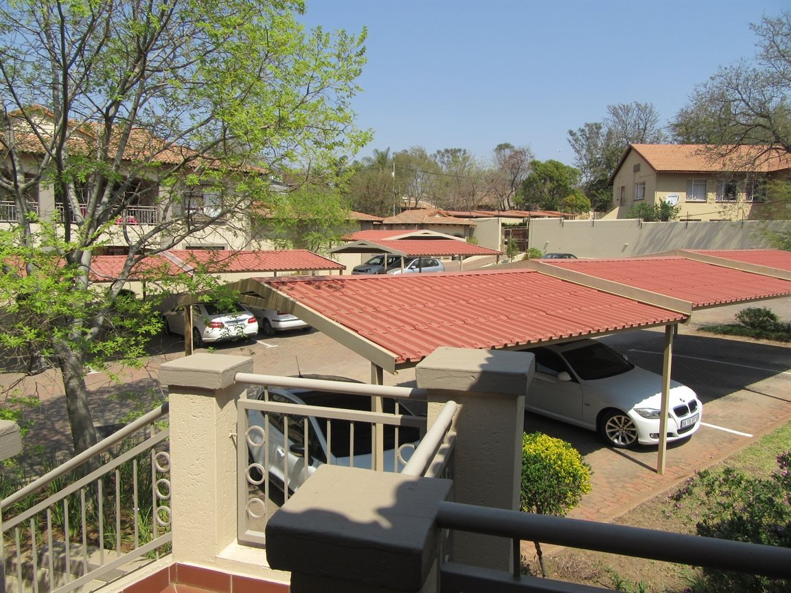 Bryanston property to rent. Ref No: 13270639. Picture no 14