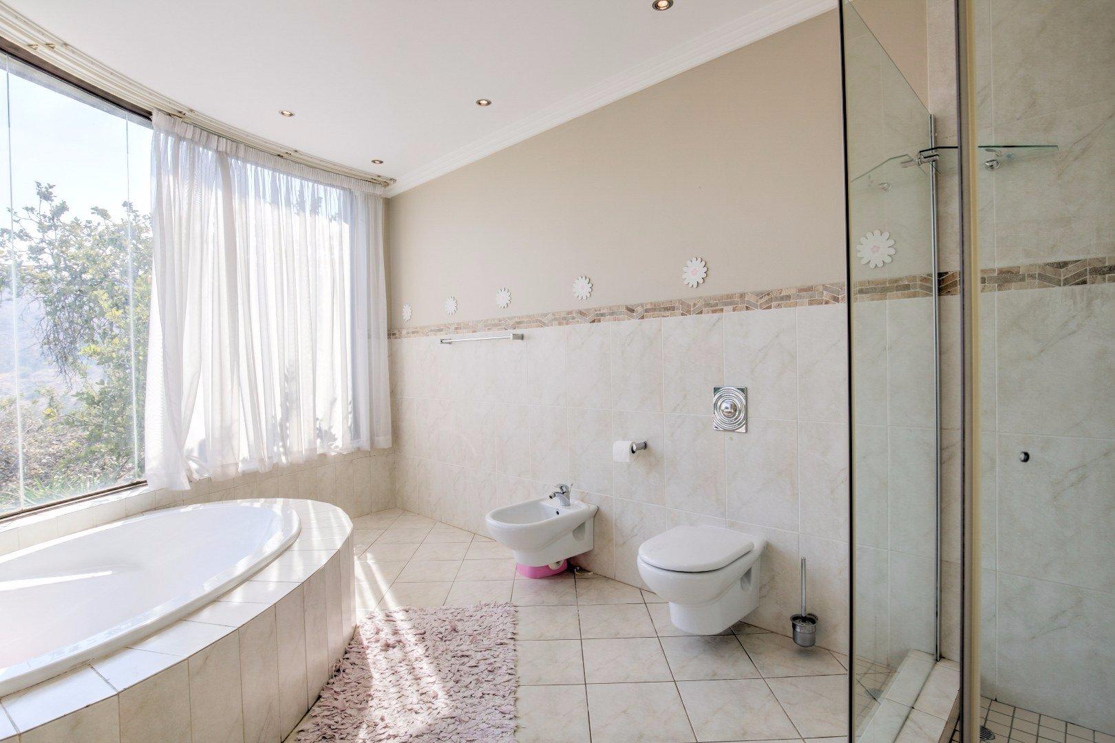 Bassonia property for sale. Ref No: 13525151. Picture no 21