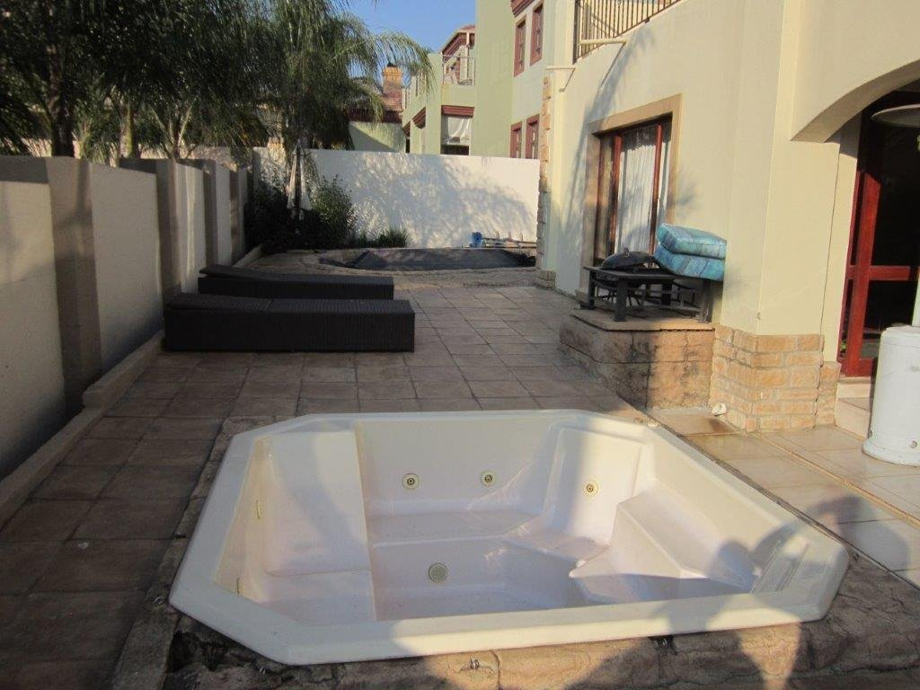 Blue Valley Golf Estate property for sale. Ref No: 13345353. Picture no 16