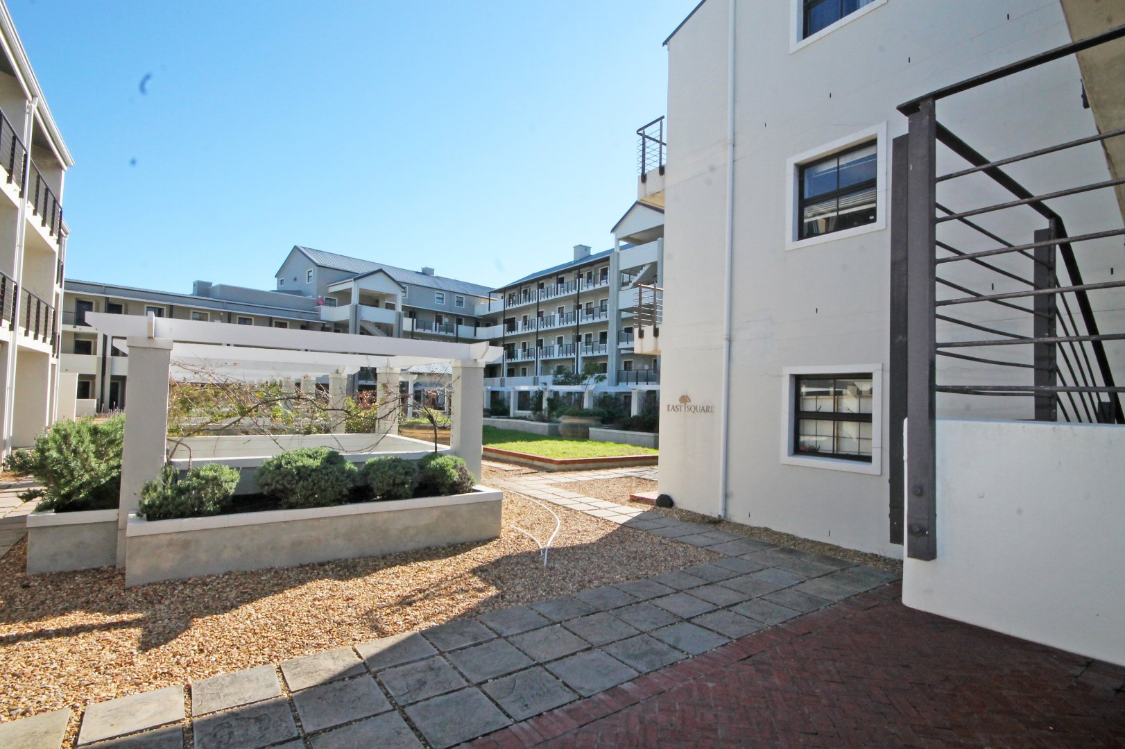 Property and Houses for sale in Rondebosch, Apartment, 2 Bedrooms - ZAR 2,450,000