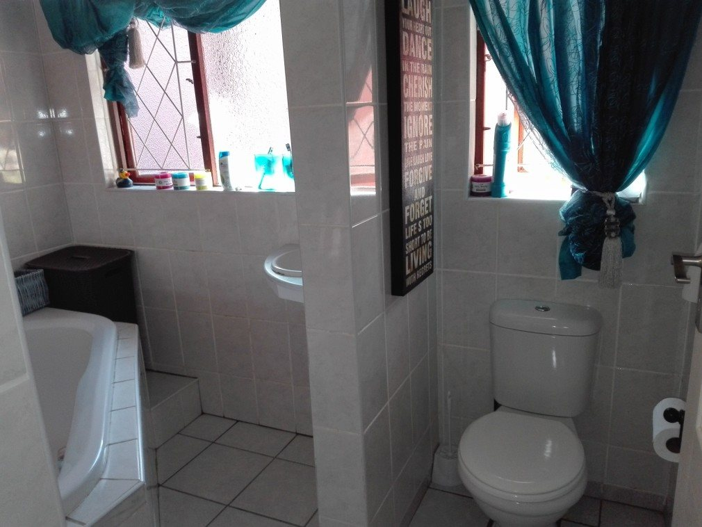 Umtentweni property for sale. Ref No: 13371867. Picture no 21