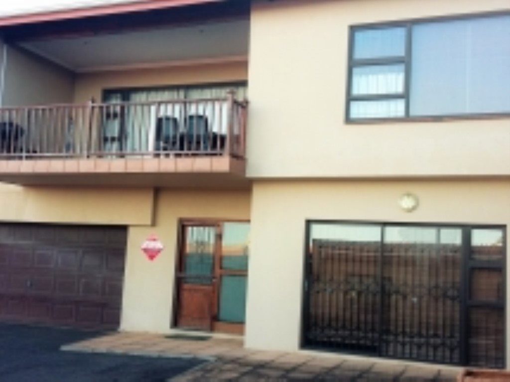 Property and Houses to rent in Scottburgh Central, Apartment, 3 Bedrooms - ZAR ,  7,00*,M