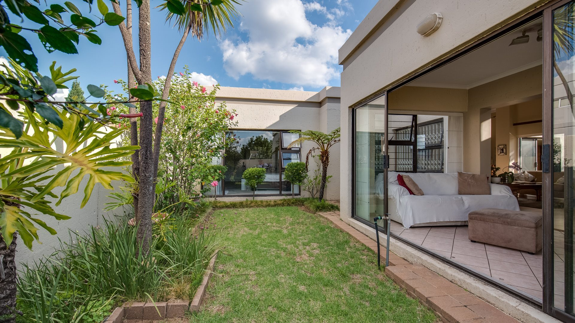 Johannesburg, Waverley Property  | Houses For Sale Waverley, Waverley, House 2 bedrooms property for sale Price:2,550,000