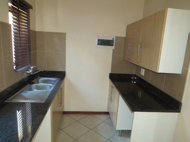 Eldo View property for sale. Ref No: 13548557. Picture no 10